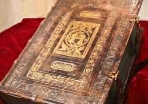 В Белоруссии исследуют уникальную Библию